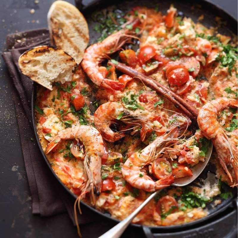 Garnelen in Tomatensauce mit Fetakäse